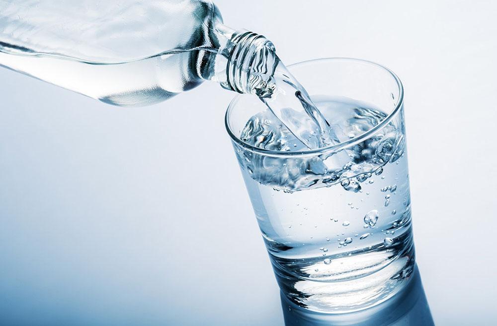 การดื่มน้ำให้เพียงพอยังมีประโยชน์อะไรอีกบ้าง