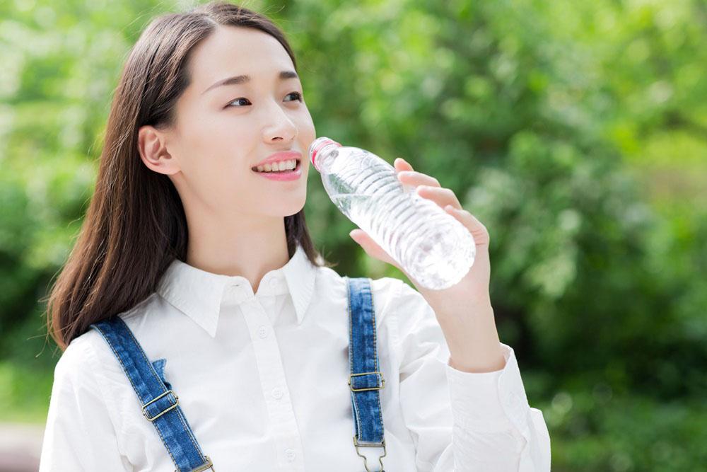 ประโยชน์ของการดื่มน้ำอย่างเพียงพอ